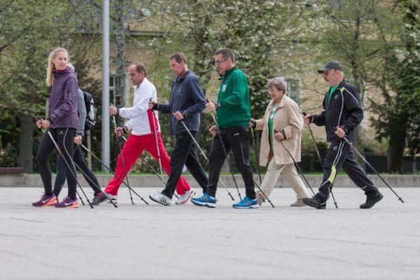 Herzkranke sollten öfter schnell spazieren gehen