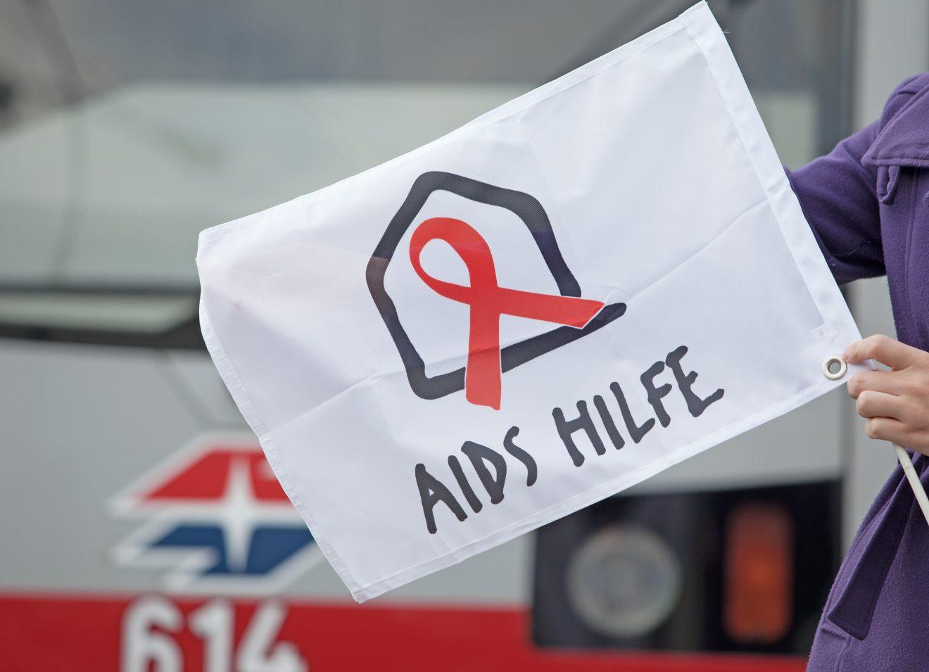 AT: Welt-AIDS-Tag 2018 – Aids Hilfe Wien und Wiener Linien zeigen Flagge