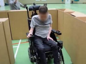 Rollstuhl: weicht Hindernissen aus (Foto: kent.ac.uk)