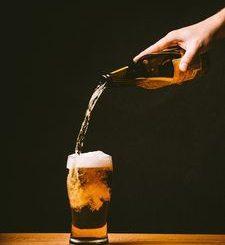 Bier: Viele Junge unterschätzen Risiken von Alkohol (Foto: Republica/pixabay.de)
