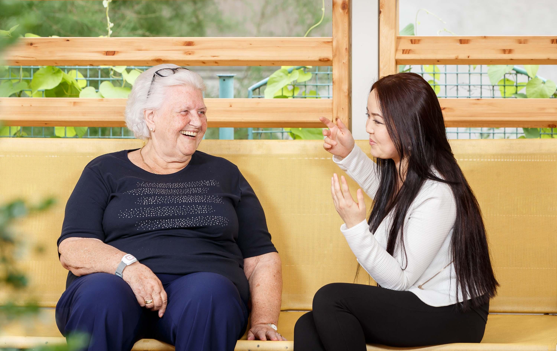 Studentenleben im Pensionisten-Wohnhaus