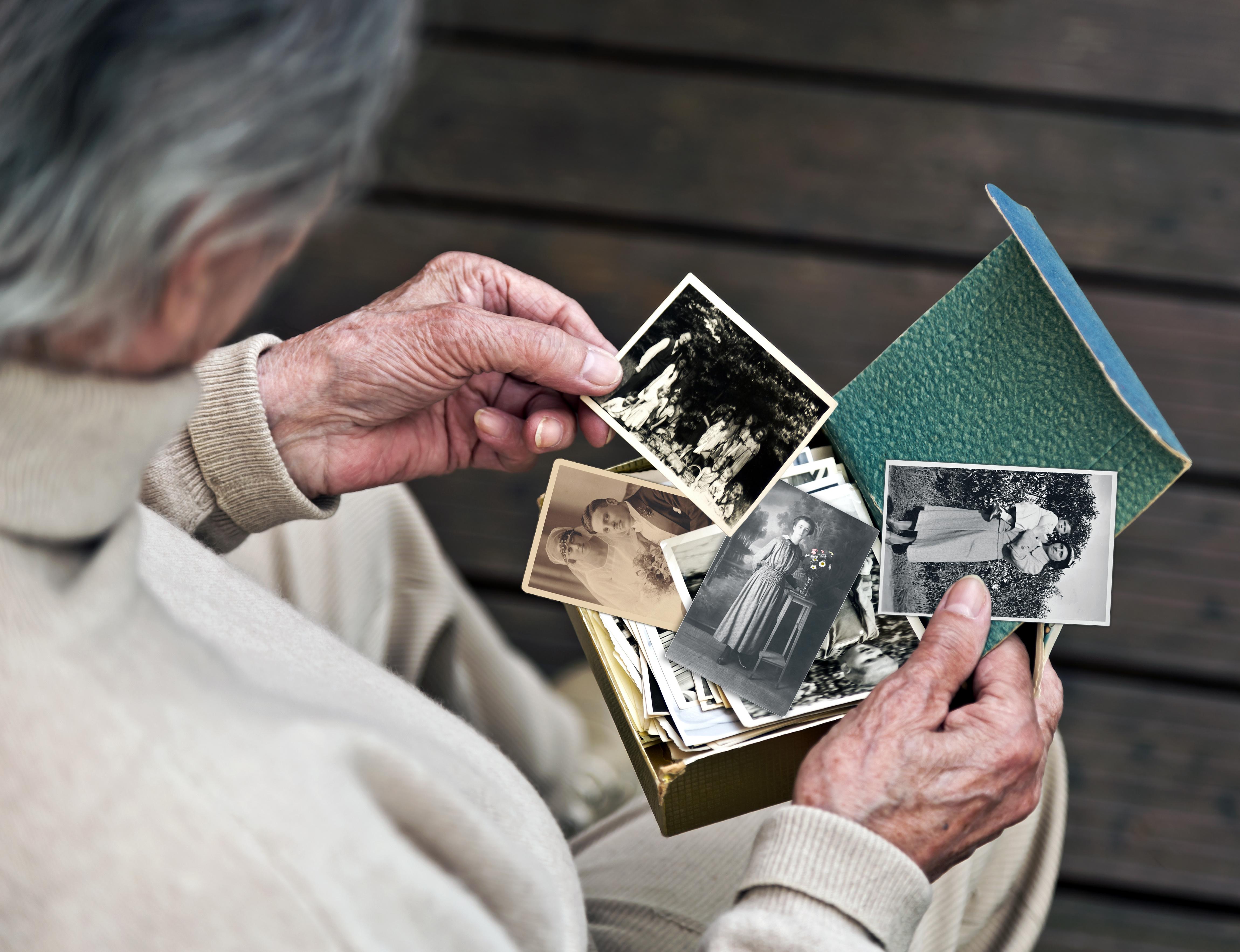 Erinnerung – Demenz – Alt – Vergangenheit